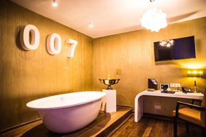 Themenzimmer James Bond 007 im Beverland Gruppen-Resort
